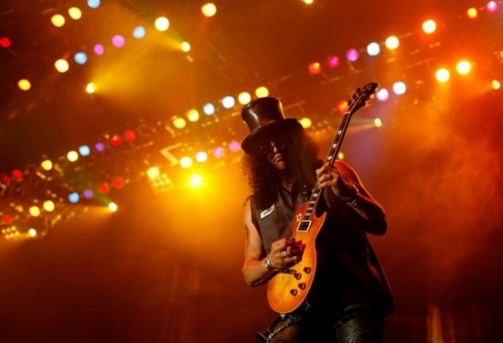 Former Guns N' Roses guitarist Saul Hudson, better known by his stage name Slash, performs during his concert tour in Jakarta August 3, 2010. Hudson will perform in two cities, Jakarta and Surabaya, during his Indonesia tour. REUTERS|Beawiharta (INDONESIA - Tags: SOCIETY)