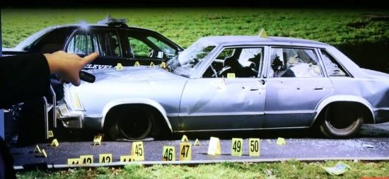 Fotografia do carro atingido por 137 disparos em Cleveland, em 2012, durante perseguição policial