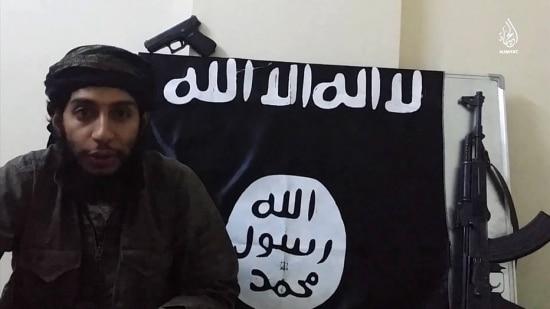 Abdelhamid Abaaoud, suspeito de ser o mentor dos atentados de Paris, aparece em vídeo divulgado no domingo pelo grupo terrorista Estado Islâmico