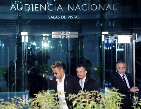Neymar deixa a sede da Audiência Nacional,na Espanha