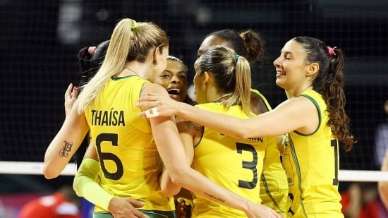 Jogadoras brasileiras comemoram mais uma vitória do Brasil no Grand Prix