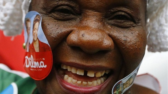 Eleitora de Dilma em comício de campanha no Rio de Janeiro