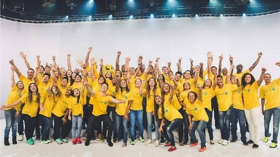 Atletas participam de clipe da música que vai embalar a torcida na Olimpíada do Rio