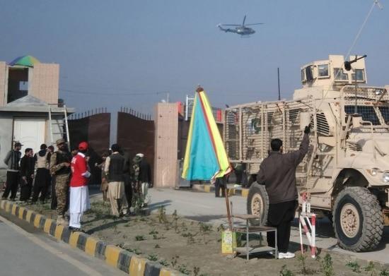 Exército do Paquistão entraem universidade atacada pelo Taleban