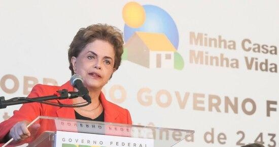 Dilma Rousseff durante cerimônia de entrega de 320 unidades habitacionais em Caxias do Sul/RS