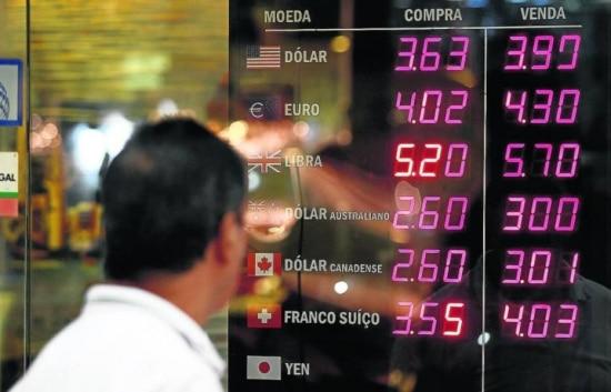 Dólar turismo era negociado na casa dos R$ 3,90 nesta sexta-feira