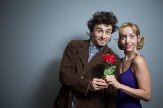 Cena. Lázaro e Kiara, no papel do casal apaixonado