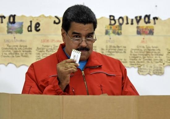 Maduro vota em eleições parlamentares na Venezuela