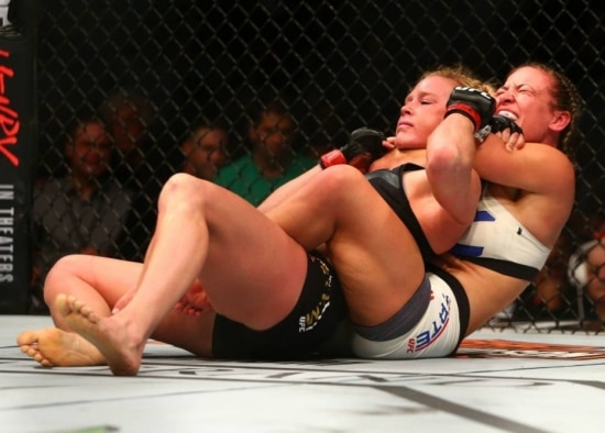 Miesha Tate finaliza Holly Holm no UFC