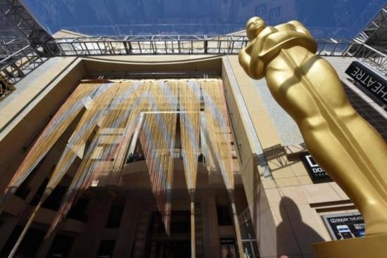 Preparação do tapete vermelho em Hollywood