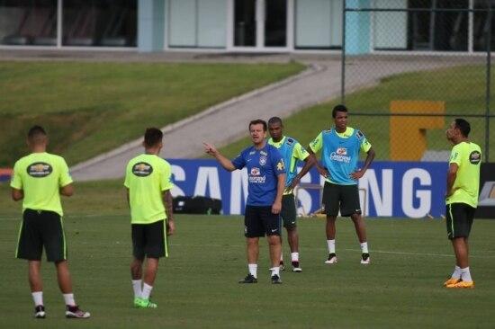 Dunga mantém formação titular em treino nesta quarta