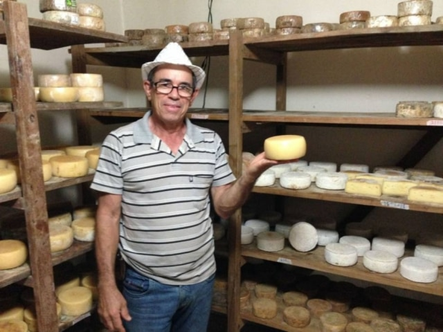 O produtor Eduardo Melo, da Fazenda Vitória, é o pioneiro na nova fase do Queijo do Serro.