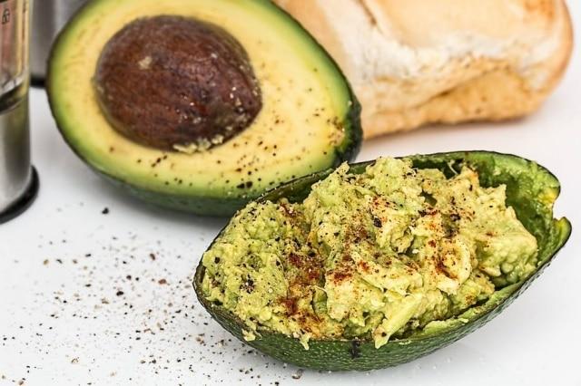 O abacate é um alimento rico em gordura saudável.