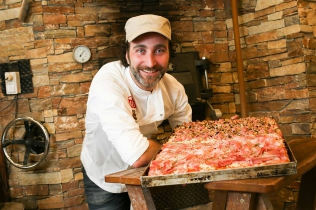 O padeiro italiano Marco di Roma, do Eataly, onde ele prepara focaccias de diferentes sabores.