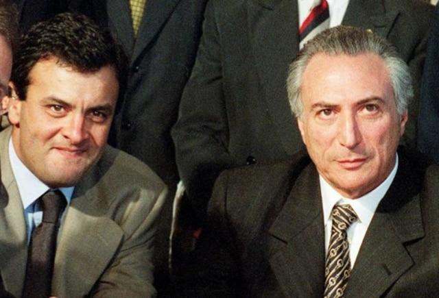 Aécio Neves e Michel Temer durante reunião no Congresso em 1999.