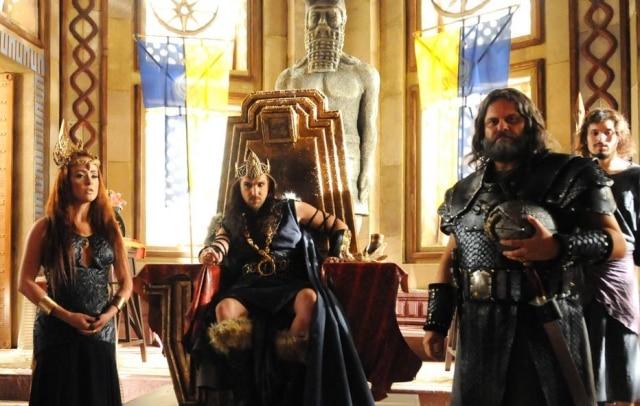 Juliana Silveira e Igor Rickli interpretam os vilões da novela: a rainha Kalesi e o rei Marek, respectivamente