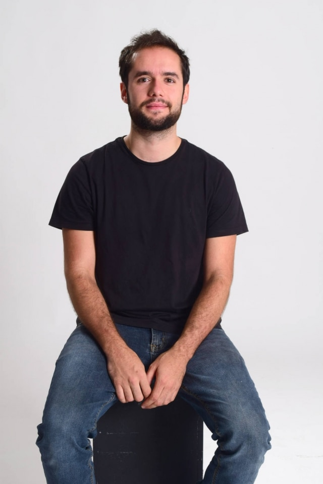 O graduando de Design de Produto e já premiado, Luiz Pessate Azzolino