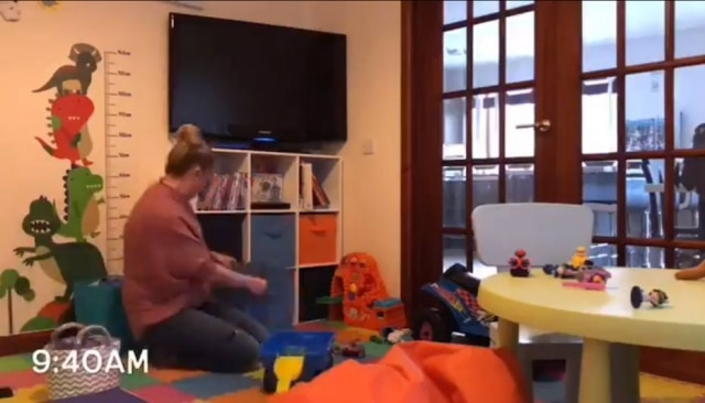 Gemma.Chalmers gravou um time lapse do seu dia como mãe