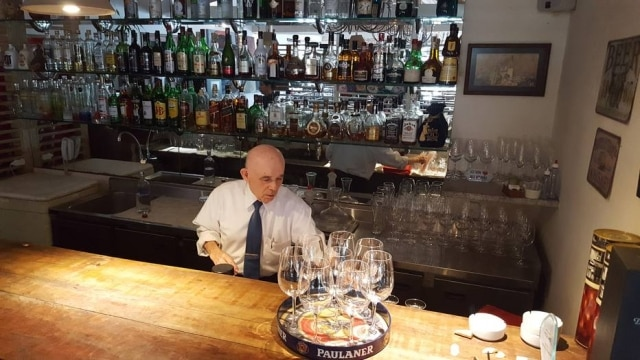 Seu Antonio trabalha há 31 anos no tradicional Restaurante Picolino
