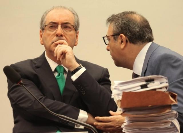 Presidente afastado da Câmara, Eduardo Cunha (PMDB-RJ), ouve conselhos do advogado Marcelo Nobre no Conselho de Ética
