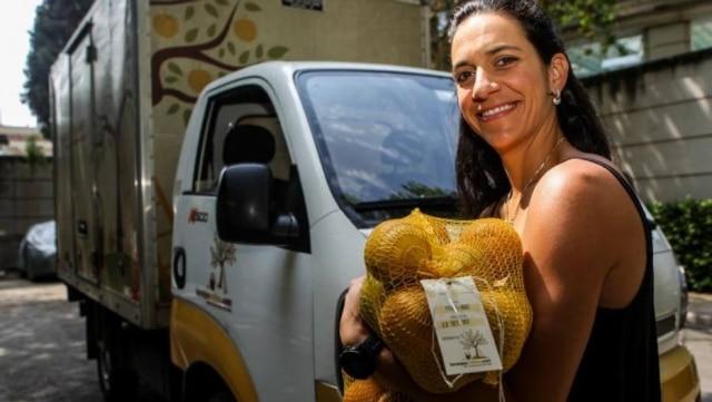 Conexão. Alessandra Sodré entrega suas laranjas diretamente para compradores; cafeicultores e donos de 'frutas imperfeitas' também aderiram