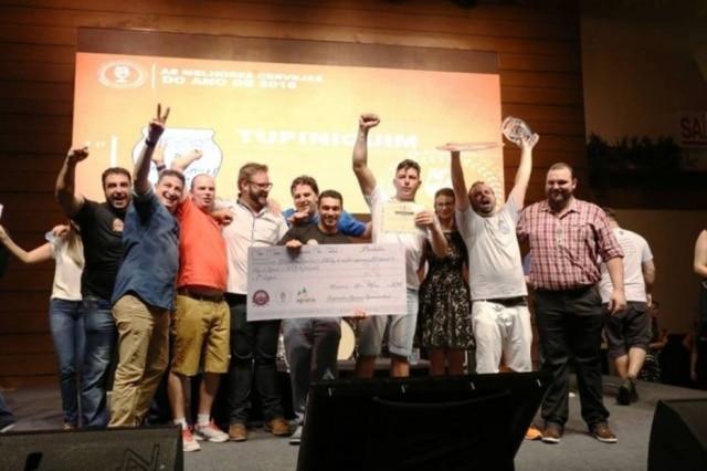 Os vencedores das categorias Best of Show e Melhor Cervejaria sobem ao palco.