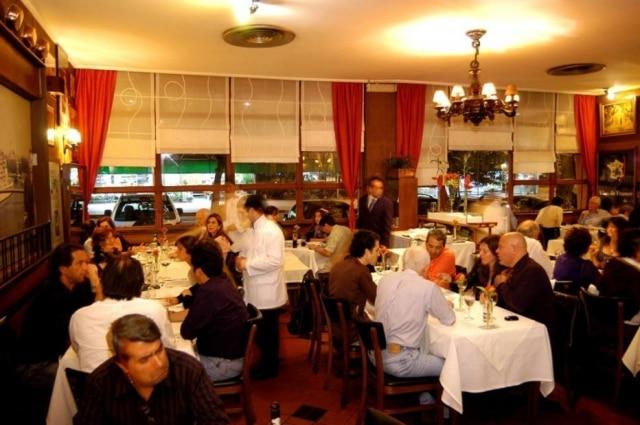 Ambiente do restaurante francês La Casserole