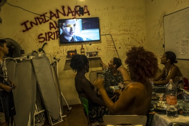 Residentes daCasa Nemassistem à novela 'A Força do Querer'