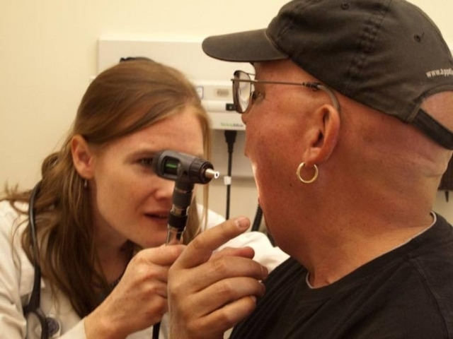 Médicos detectaram por meio de pesquisas que 32% dos casos de câncer de boca em jovens adultos eram em portadores do vírus HPV