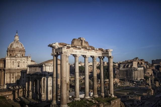 Templo de Saturno, no Fórum Romano: foi em frente a ele que os personagens de Audrey Hepburn e Gregory Peck se encontram pela primeira vez