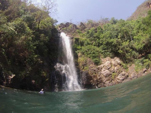 Poço da cachoeira Serra Azul, em Nobres, é repleto de peixes