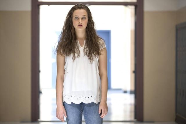 A protagonista Hannah Baker, interpretada por Katherine Langford, que comete suicídio em '13 Reasons Why'.