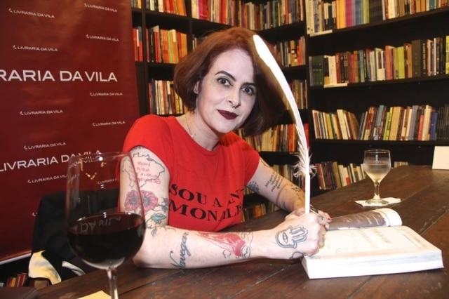 Fernanda Young foi ofendida em comentários feitos por perfil fake em seu perfil do Instagram, então abriu um processo judicial para descobrir a identidade do autor dos comentários.