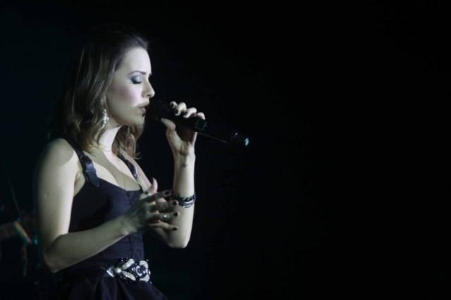 A cantora Sandy rebateu comentário de internauta que insinuou que ela havia feito intervenção cirúrgica no nariz.