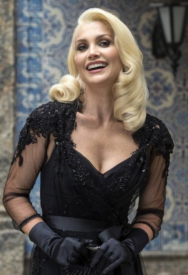 A atriz Flávia Alessandra é uma das adeptas do clareamento dental