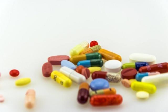 Desde 2013, medicações de referência, genéricos e similares precisam comprovar terem os mesmos efeitos e composição química para chegarem ao mercado.
