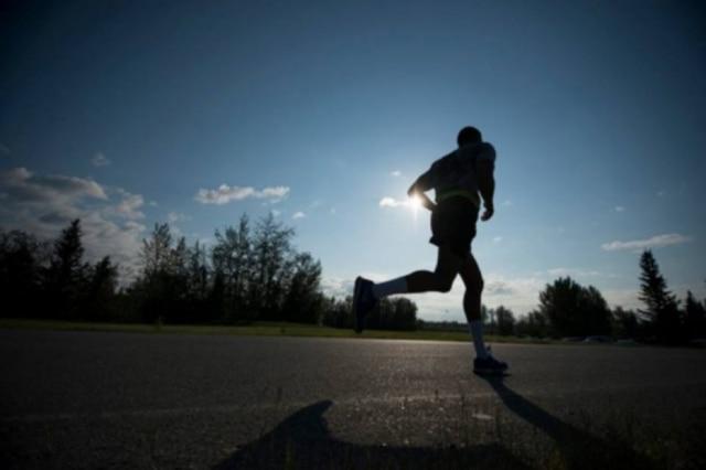 Exercícios físicos como dança, aeróbica, academia oucaminhada,ajudam a liberar a endofirna, hormônio do prazer e relaxamento.