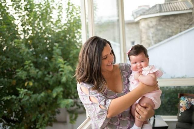 Marisabel Woodman, do La Peruana, e pequena Ilana de apenas quatro meses