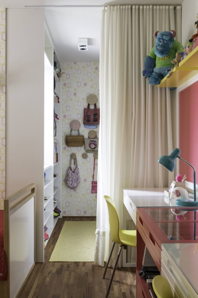 A partir de dez anos de idade, ambiente deve abrigar tanto espaço de lazer quanto área para estudos, como no projeto executado pela arquiteta Patricia Martinez