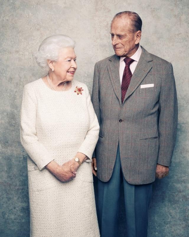 Rainha Elizabeth II e príncipe Philip celebram 70 anos de casamento