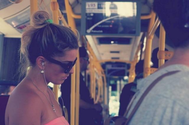 Já se perguntou como pessoas que dormem no ônibus conseguem acordar na hora certa de descer?