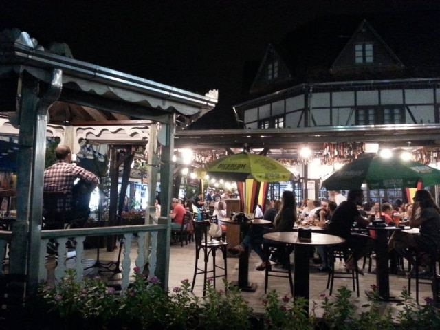 Noite animada na Vila Germânica
