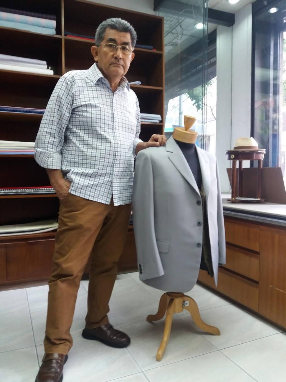 Gaztaldi, um dos alfaiates mais tradicionais de Caracas, vai fechar as portas em razão dos efeito da crise que assola a Venezuela - Felipe Corazza/Estadão