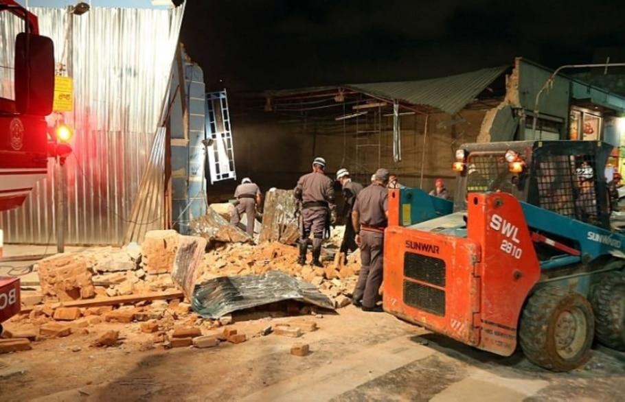 Obra irregular faz imóvel desabar na Liberdade, em SP - Alex Silva/AE