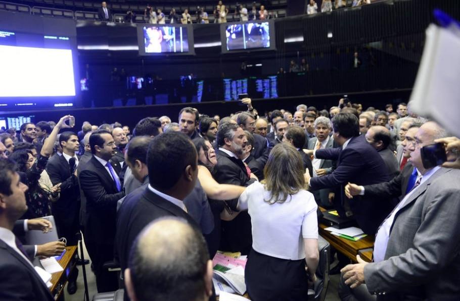 Deputados brigam dentro da Câmara - Gustavo Lima/Divulgação