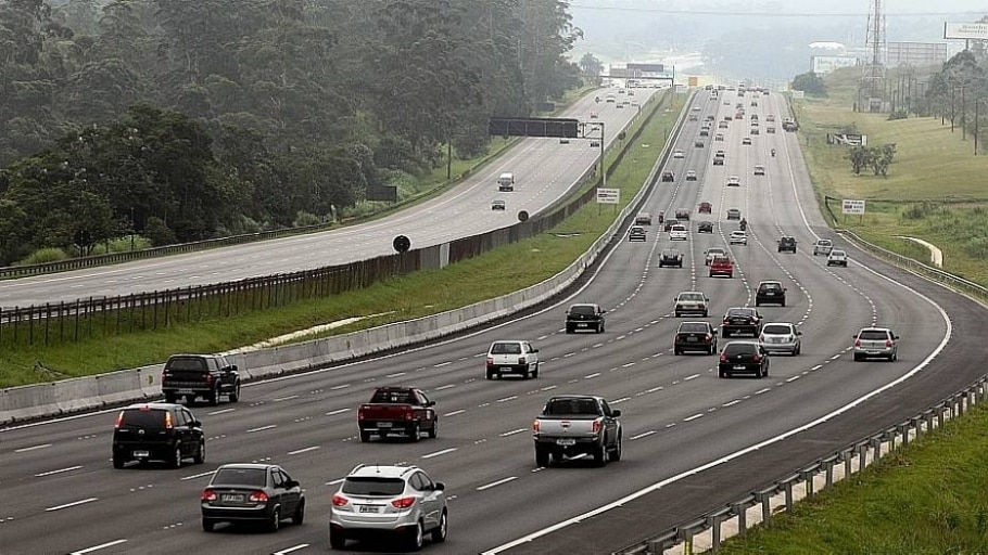 Motorista de carreta morre em acidente na Rodovia Anchieta - Evelson de Freitas/Estadão