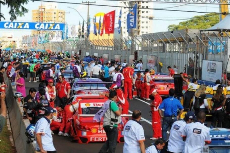 Imagem da largada da etapa de Ribeirão Preto da Stock Car - Fernanda Freixosa/VICAR/Divulgação