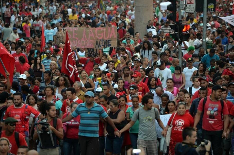 Marcha contra a falta d'água organizada pelo MTST - AFP PHOTO/Nelson ALMEIDA