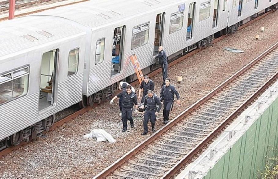 Acidente entre trens do Metrô deixa feridos em SP - N. Rodrigues/AE