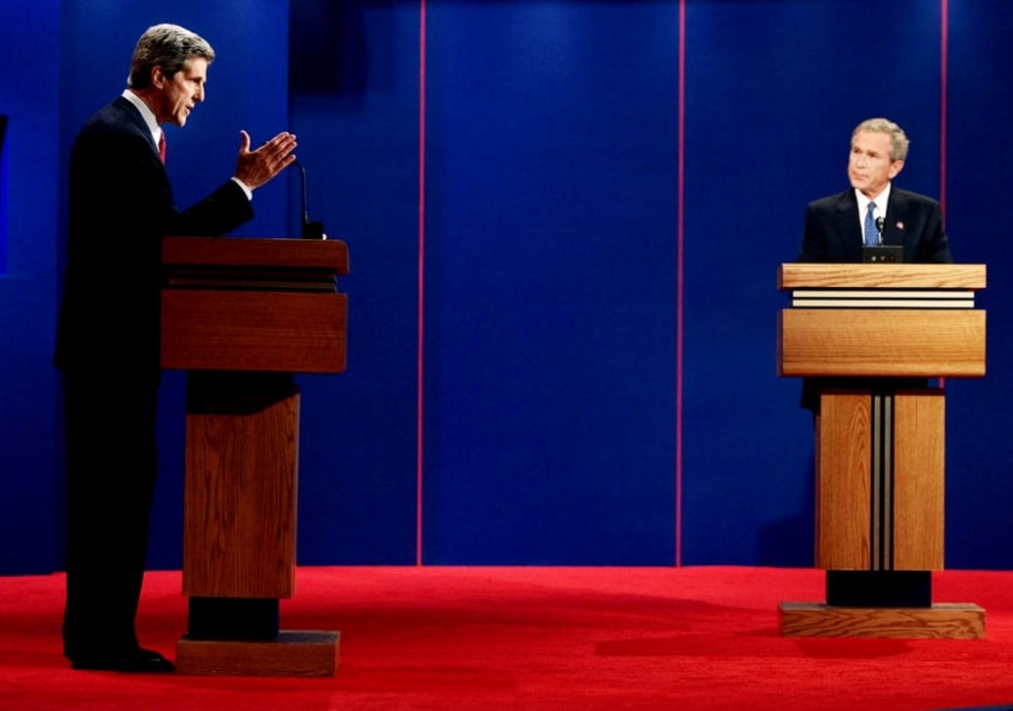 2004 - Bush e Kerry - REUTERS/Jim Young US ELECTION